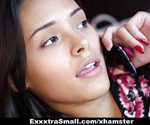 Exxxtrasmall - jaunų apskretėlė josie jagger dulkina vyresnio amžiaus žmogus