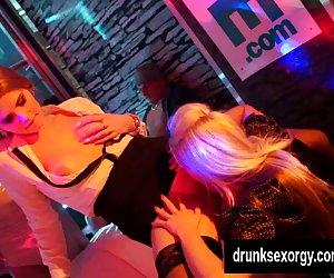 Biseksualų whores pirmoji movos ir imtis dicks vakarėlyje